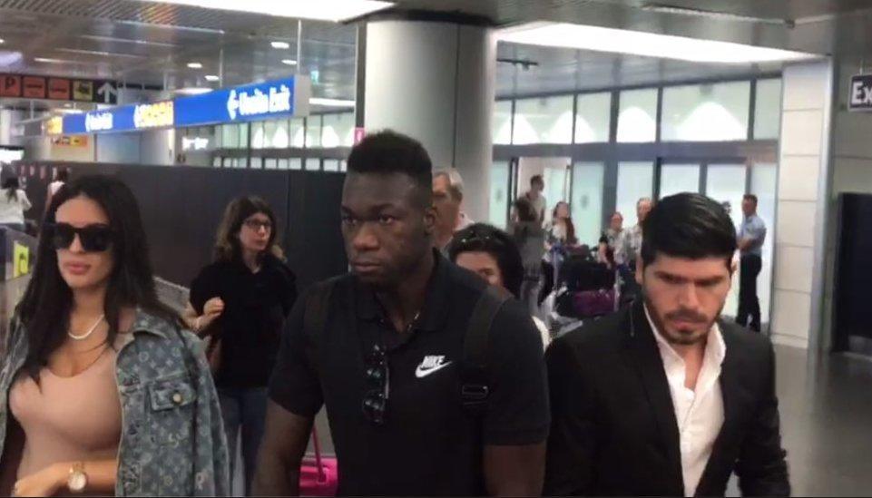 El ecuatoriano Felipe Caicedo viajó a Roma en compañía de su familia para firmar por la Lazio.