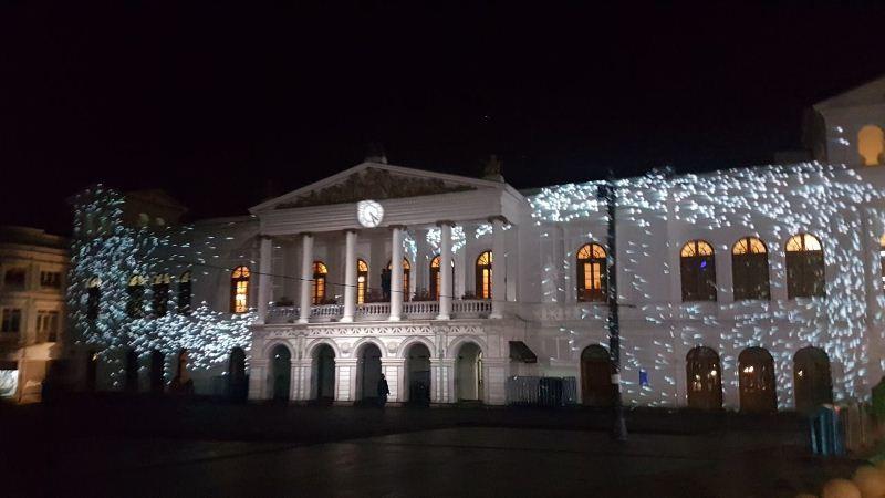 QUITO, Ecuador.- Las iglesias y los teatros emblemáticos de Quito se encenderán con postales de colores. Foto: Prensa Quito.