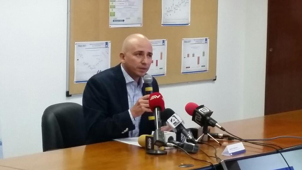 """""""Grupos privados han intentado corromper a funcionarios del #SRI, al detectarlo hemos presentado denuncias a #Fiscalia"""". Foto: @gbelmonteviteri"""