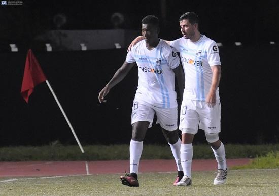 Luis Miguel Escalada se lesionó en el partido que ganó la Católica al entonces River Ecuador en el Christian Benítez.