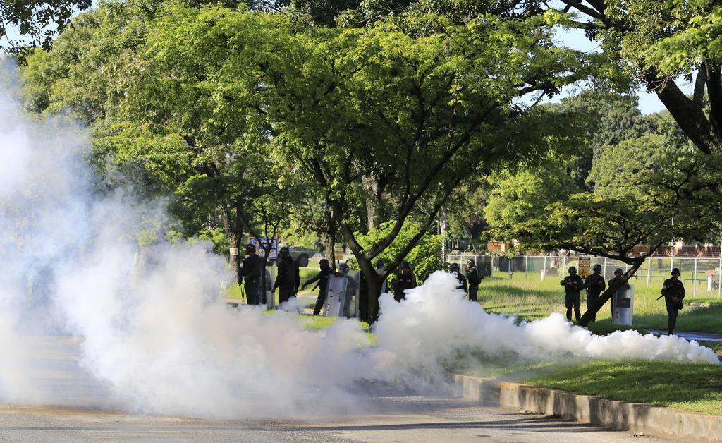 """VENEZUELA.- Se ha capturado a """"los autores materiales e intelectuales del asalto paramilitar y terrorista"""" a Fuerte Paramacay, dijo el ministro de Defensa de ese país. Foto: AP"""