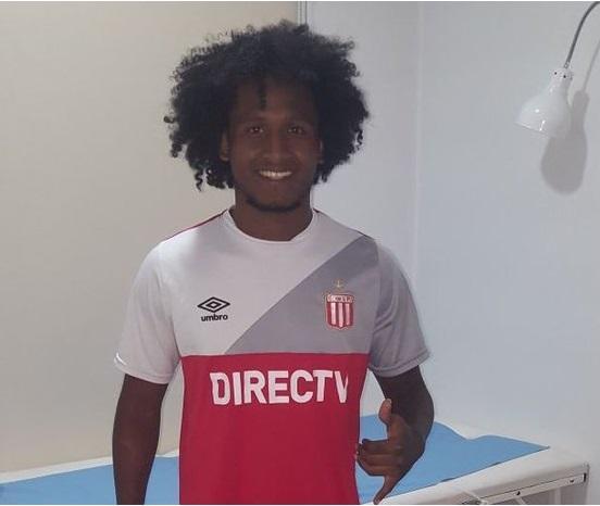 Christian Alemán luce la camiseta de su nuevo equipo, Estudiantes de La Plata.