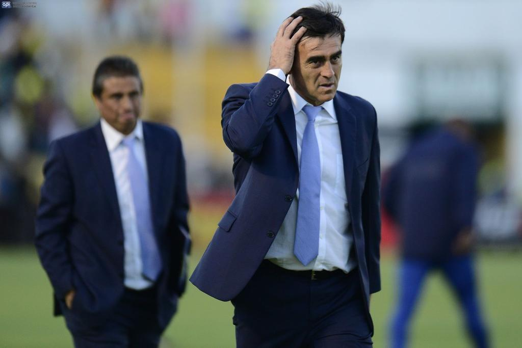 Gustavo Quinteros podría convocar nuevas figuras para los cotejos por eliminatorias.