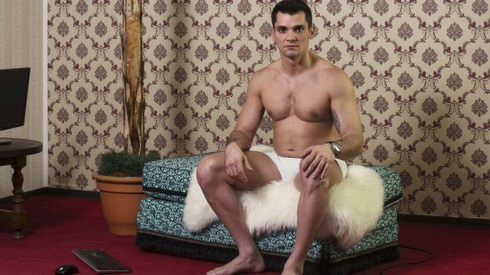 Uno de los estudios tiene modelos hombres para satisfacer el mercado gay.