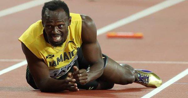 Usain Bolt trató de llegar a la meta y desistió, quedando boca abajo, desconsolado.