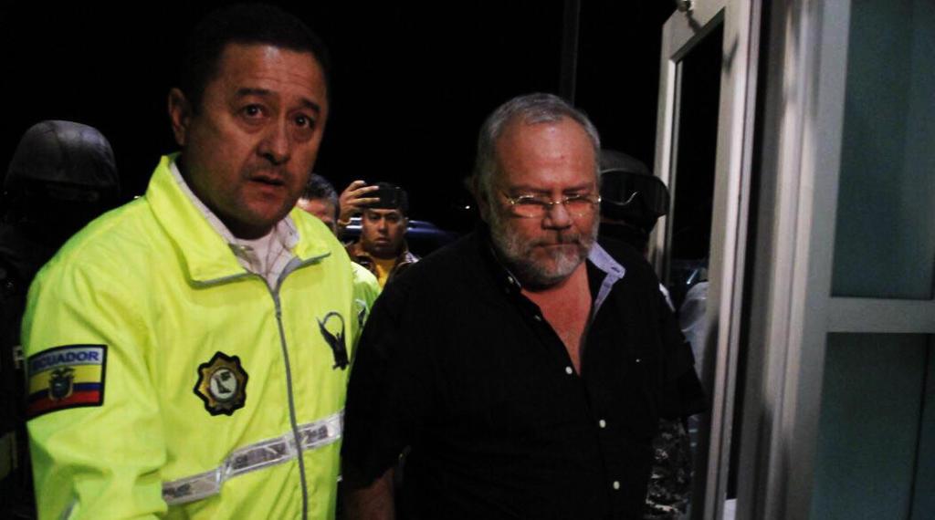 Pareja, quien se había fugado a Estados Unidos en septiembre pasado, llegó a Quito alrededor de las 20h45. Foto: Secom