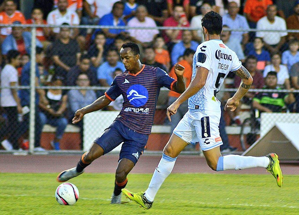 El ecuatoriano Walter Chalá se estrenó como goleador del Correcaminos de México.