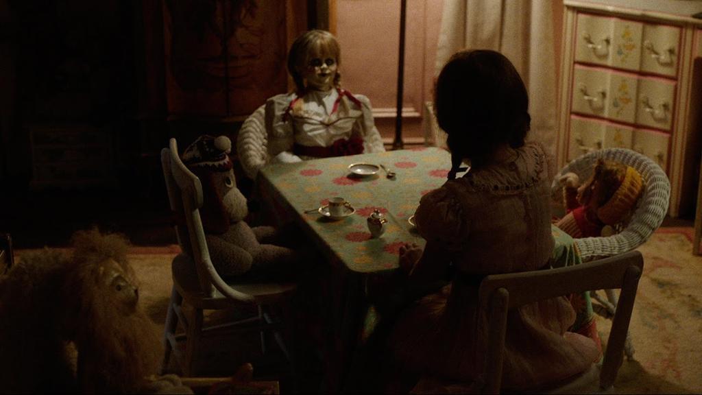 """Sacerdote bendice el set de la película """"Anabelle 2: La Creación"""". Foto: Redes"""