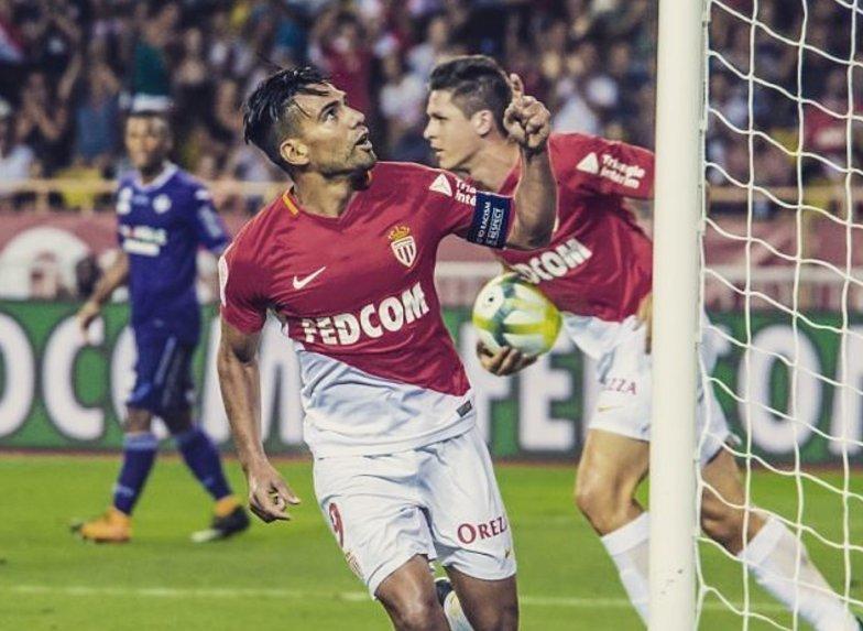 El colombiano Radamel Falcao marcó un Hat trick en la victoria del Mónaco sobre Dijon.
