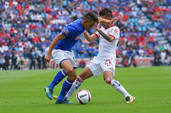 Ángel Mena jugó los 90 minutos en el empate sin goles del Cruz Azul ante Toluca.