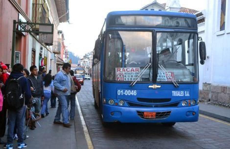La nueva tarifa entrará en vigencia luego de que firmen ante un notario los ofrecimientos de la Cámara de Transporte de Cuenca. Foto: Tomado de El Tiempo.ec.