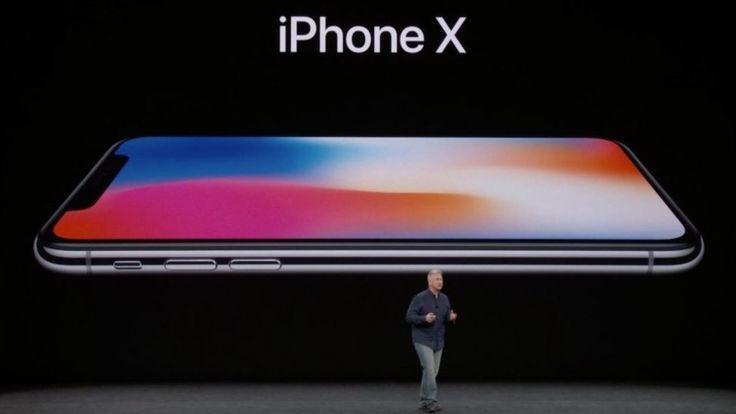 El lanzamiento se produce casi una década después de que Apple revelara su primer teléfono inteligente.