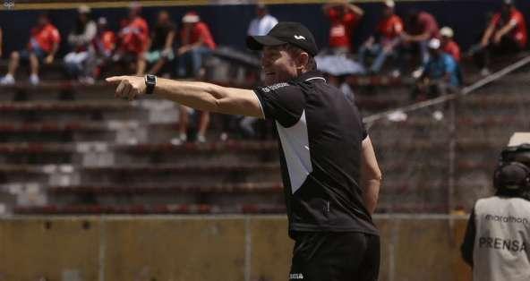 El entrenador argentino tendrá que cumplir con trabajo comunitario. Foto: API