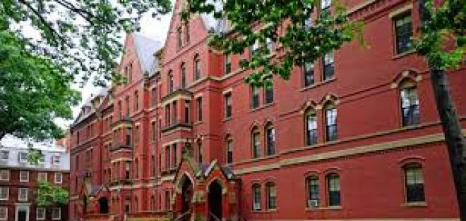 La Universidad de Harvard es una de las más conocidas a nivel mundial, ilustres personajes se registran como estudiantes.