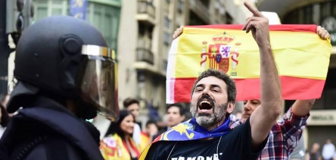 Con la salida de los bancos de Cataluña, el miedo invade también a los ahorristas. Foto: AFP