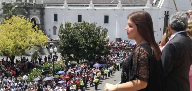 Vicuña encabezó el cambio de guardia en la sede de Gobierno, durante un aniversario más de la Independencia de Guayaquil. Foto: Twitter María Alejandra Vicuña