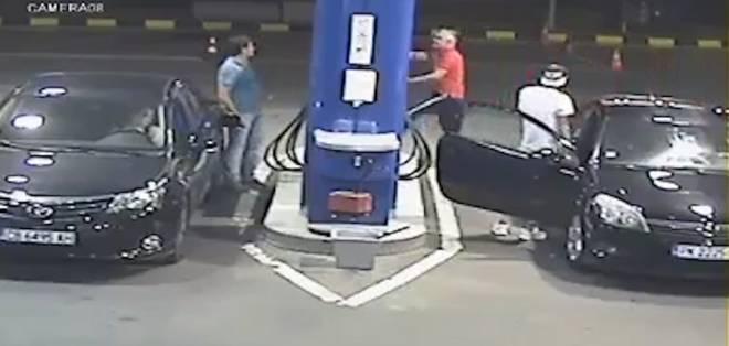 La lección que aprenderás si no apagas el cigarrillo en una gasolinera. Foto: captura de video