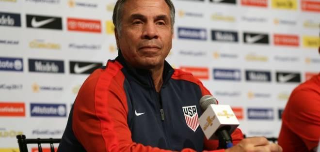 El DT Bruce Arena presentó su renuncia como seleccionador de Estados Unidos.