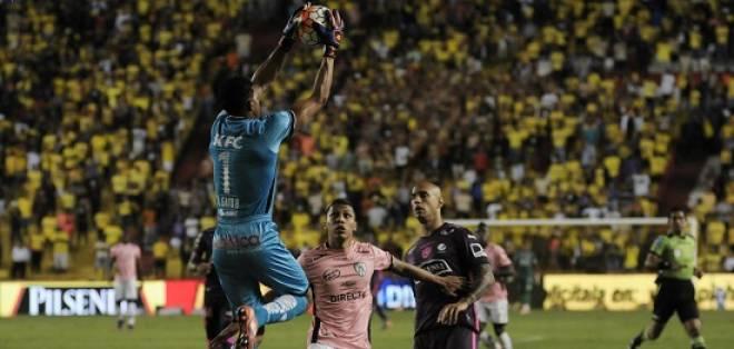 Barcelona no pudo en su estadio ante Independiente del Valle en juego donde hubo dos expulsados.