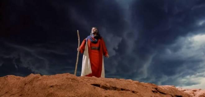 Moisés lidera la salida de su pueblo de Egipto y debe enfrentar una dificultad que pone a prueba su fe. Foto: Captura de Video.