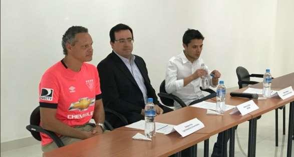 El dirigente de Liga de Quito aseguró que si se va Araujo, lo van a extrañar. Foto: Tomada de la cuenta Twitter @@LDU_Oficial