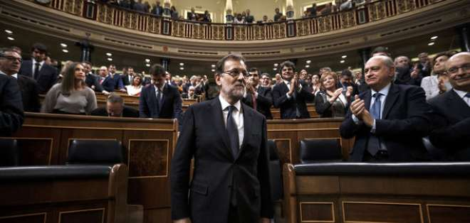 """MADRID, España.- """"No se trata de disolver la autonomía, sino de devolverla a la ley y a la concordia"""", dijo Rajoy ante lo sucedido en Cataluña. Foto Referencial: AFP."""
