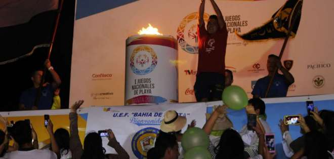 Giancarlos Santana, deportista de Manabí, portó la antorcha olímpica. Foto: API