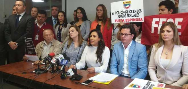 """""""El juicio político contra el exministro no solo es por caso abuso sexual, es por contratación, pago incentivo jubilar, etc."""". Foto: @Jeanninecruzz"""