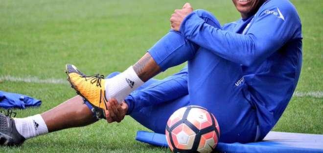 El ecuatoriano Antonio Valencia destacó el abrazo entre los porteros Máximo Banguera y Esteban Dreer.