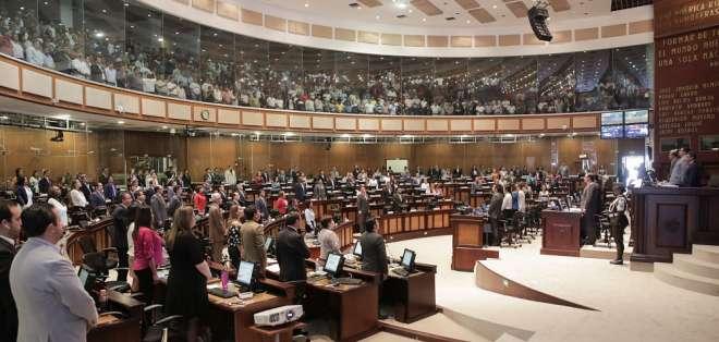 Mandatario firmó 2 decretos que disponen a CNE convocatoria a consulta. Foto: Flickr Asamblea