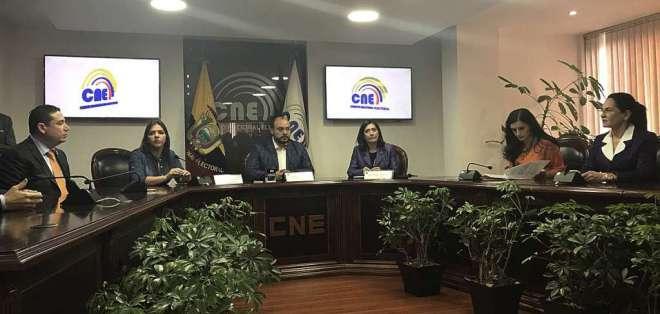 La secretaria jurídica de la Presidencia es la encargada de llevar los documentos al CNE. Foto: API