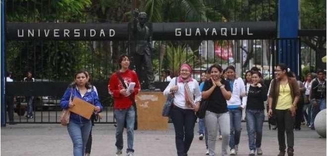Las autoridades reconocen que la brecha entre la cantidad de plazas y el número de aspirantes. Foto: Ecuavisa