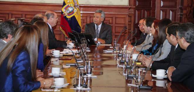 QUITO, Ecuador.- El presidente Lenín Moreno durante una reunión en el Palacio de Carondelet. Foto: Flickr Presidencia.