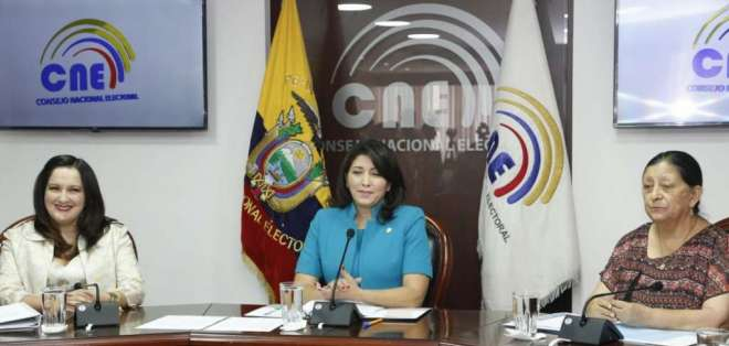 Encuentro se da luego de la renuncia de Juan Pablo Pozo como presidente del CNE. Foto: API