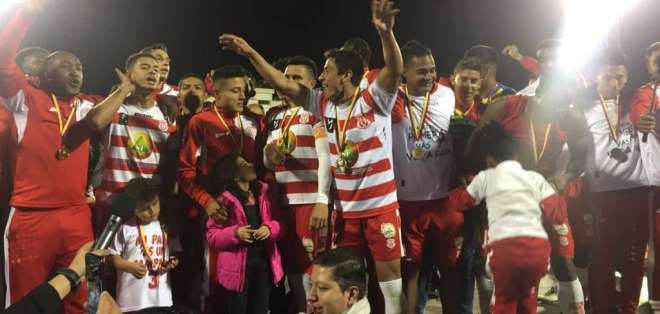 Técnico Universitario se proclamó campeón de la Serie B y buscará el pase a la Sudamericana 2018.