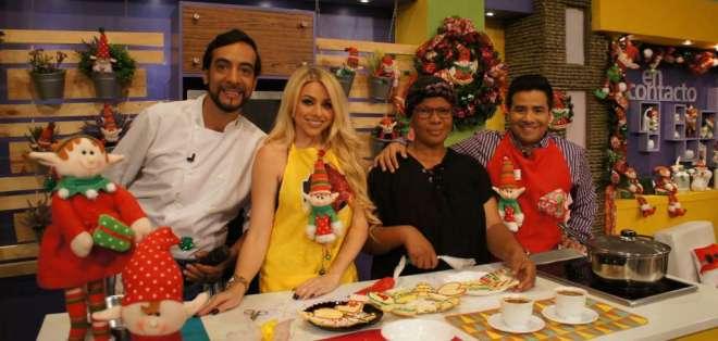 """El chef Beto, Cristina Harzer """"La Gringa"""" y Henry Bustamante junto con la señora Inès, quien es parte del reto navideño de En Contacto.  Foto: digital"""