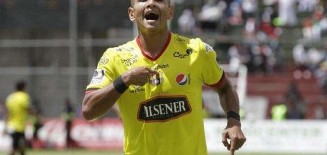 Guillermo Almada señaló que 'Wacho' Vera no se sumará al primer plantel.