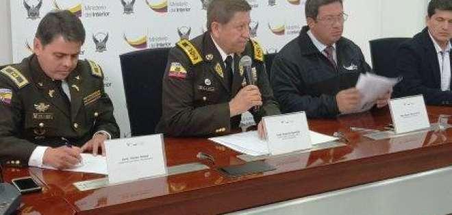 El ministro del Interior, César Navas, reveló que la investigación de estas irregularidades duraron 2 meses. Foto: Twitter Ministerio del Interior.
