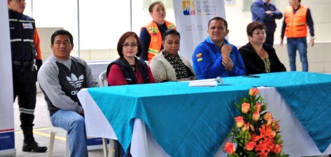 Ministra Alexandra Ocles participando en evento del cantón Baños para socializar resolución que deja sin efecto la alerta amarilla por el Volcán Tungurahua. Foto: @Riesgos_Ec