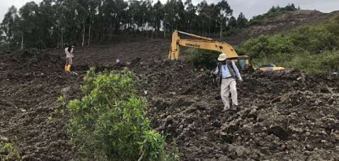 El deslizamiento de tierra ocurrió el 05 de diciembre cerca de las 23h20 en  la escombrera El Troje. Foto: Twitter Maurcio Rodas