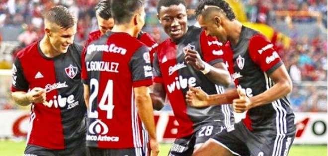 El delantero nacional llegó a Atlas procedente de Pumas y seguiría su carrera en México. Foto: Tomada de la cuenta Instagram @fidel11_10