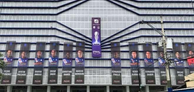 A tono con la final, así luce el estadio Capwell para la primera final del torneo local.