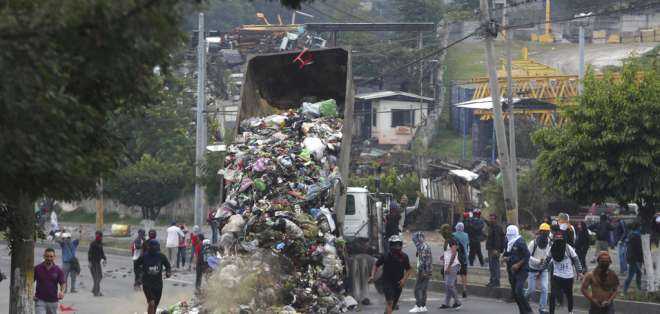 TEGUCIGALPA, Honduras.- A 19 días de celebradas las elecciones presidenciales, el Tribunal Supremo Electoral de ese país no declara vencedor. Foto: AP.