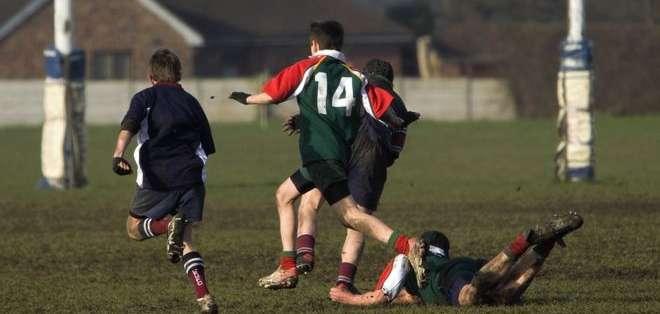 Su condición era tan grave que el médico no dejó que Frank jugara un último partido de rugby de despedida.