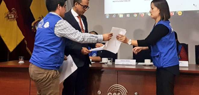 Manuelitas y Foro Permanente de la Mujer Ecuatoriana van por el 'no'. Foto: CNE