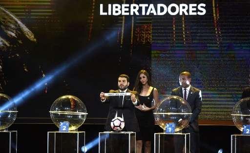 El sorteo se realizó en la ciudad de Luque (Paraguay) y contó con la presencia de dirigentes y directores técnicos. Foto: AFP