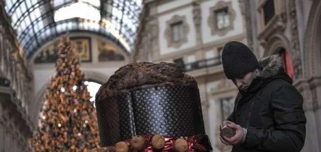 Cientos de panettones se entregan en Italia y el extranjero por Navidad. Foto: AFP