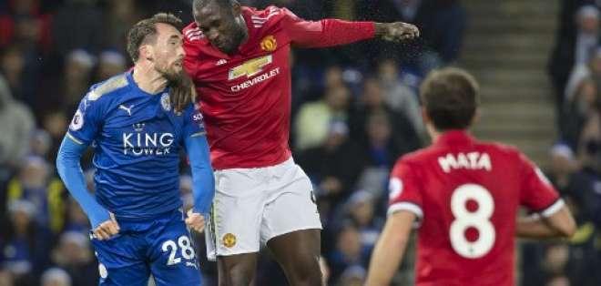 Leicester y Manchester United empataron a dos goles por la fecha 19 de la Premier League.