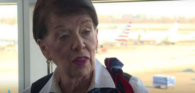 WASHINGTON, EE.UU.- Bette Nash comenzó su trabajo a los 21 años en la aerolínea Eastern Air Lines. Foto: Captura.