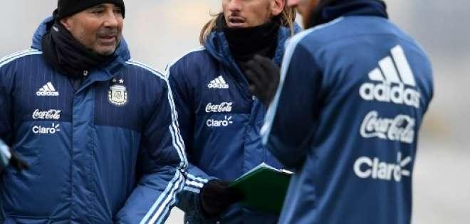 El entrenador argentino minimizó al agente por su bajo salario mensual. Foto: Archivo